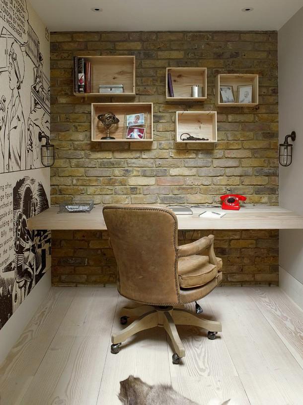 Кабинет с кирпичными стенами, деревянные полки и необычная раскраска стен.