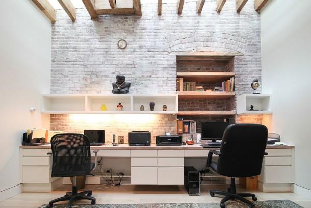 Оригинальный дизайн рабочего кабинета с легкостью совмещает традиционные и современные стили