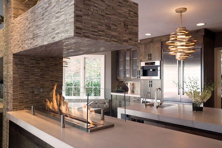 Иновационный способ использовать камин на кухне