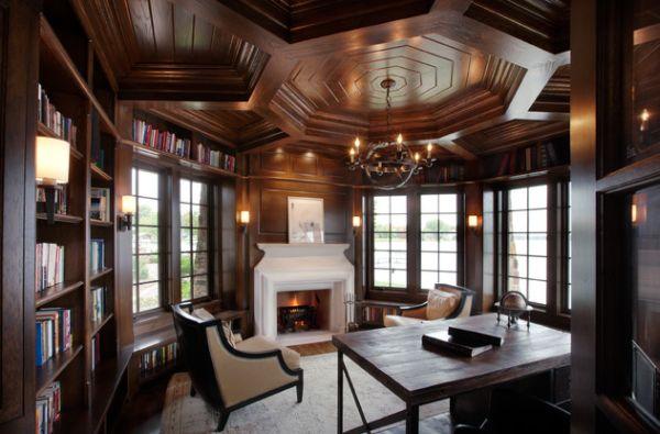 Деревянный потолок создает ощущение бесконечности времени в этом домашнем офисе