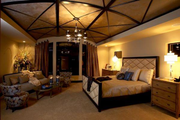 Удивительный потолок и приятное освещение превращают эту комнату в сказку
