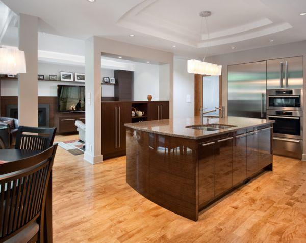 Современная кухня с подсвеченным белоснежным потолком