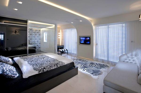 Современный дизайн потолка придает футуристичный вид этой спальне в минимализме